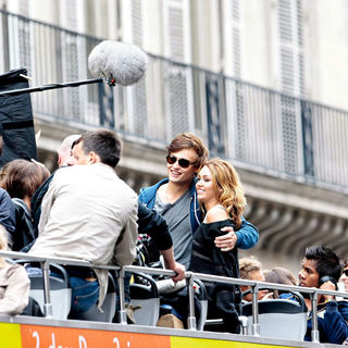Miley Cyrus, Douglas Booth in Filming on Location for US Remake of French Drama 'LOL'