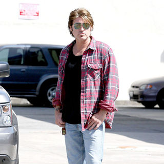 Billy Ray Cyrus in Miley Cyrus rides her bicycle with her boyfriend to 7-Eleven in Toluca Lake