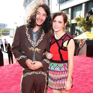 Ezra Miller, Emma Watson in 2012 MTV Video Music Awards - Arrivals