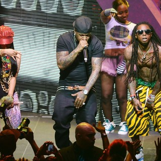 Nicki Minaj - Nicki Minaj, Birdman and Lil Wayne Performing Live on The Nicki Minaj Tour