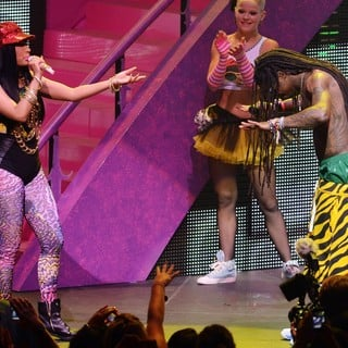Nicki Minaj, Lil Wayne in Nicki Minaj and Lil Wayne Performing Live on The Nicki Minaj Tour