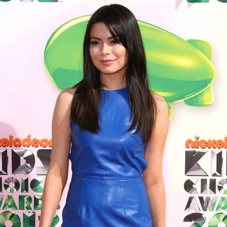 Miranda Cosgrove in 2012 Kids' Choice Awards - Arrivals