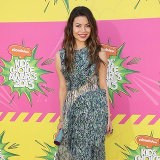 Miranda Cosgrove in Nickelodeon's 26th Annual Kids' Choice Awards - Arrivals - miranda-cosgrove-26th-annual-kids-choice-awards-04