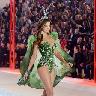 Miranda Kerr in The 2012 Victoria's Secret Fashion Show - Inside