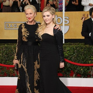 Helen Mirren, Abigail Breslin in The 20th Annual Screen Actors Guild Awards - Arrivals