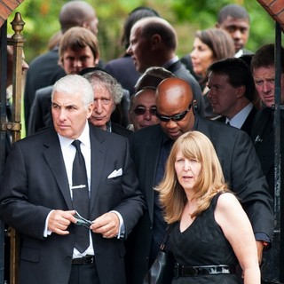 Mitch Winehouse in The Cremation of Amy Winehouse