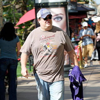 Eric Stonestreet in Filming ABC's 'Modern Family' on Location