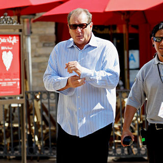 Ed O'Neill in Filming ABC's 'Modern Family' on Location