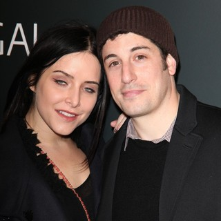 Jenny Mollen, Jason Biggs in The Premiere of Django Unchained