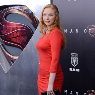 Molly C. Quinn in World Premiere of Man of Steel - Arrivals - molly-c-quinn-premiere-man-of-steel-03