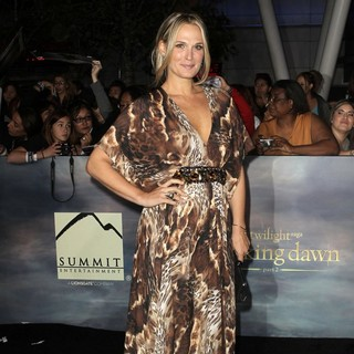 Molly Sims in The Premiere of The Twilight Saga's Breaking Dawn Part II - molly-sims-premiere-breaking-dawn-2-02