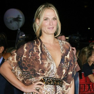 Molly Sims in The Premiere of The Twilight Saga's Breaking Dawn Part II - molly-sims-premiere-breaking-dawn-2-04