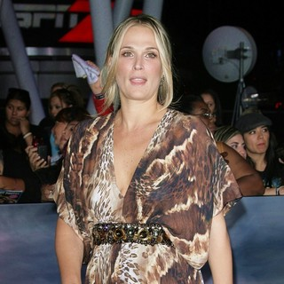 Molly Sims in The Premiere of The Twilight Saga's Breaking Dawn Part II - molly-sims-premiere-breaking-dawn-2-05