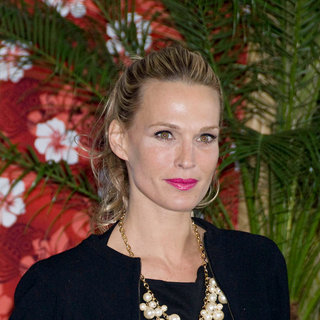 Molly Sims in Premiere of 'Just Go with It' - Arrivals