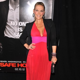 Molly Sims in The Safe House Premiere - Arrivals