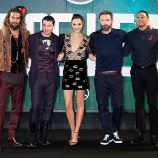 Jason Momoa, Ezra Miller, Gal Gadot, Ben Affleck, Ray Fisher, Henry Cavill in London Photocall for Justice League