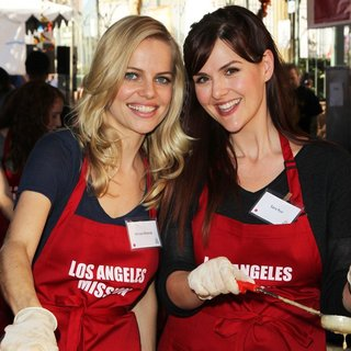 Mircea Monroe, Sara Rue in 2014 LA Mission's Annual Thanksgiving for The Homeless