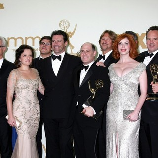 Kiernan Shipka, Elisabeth Moss, Jon Hamm, Matthew Weiner, Christina Hendricks, Robert Morse in The 63rd Primetime Emmy Awards - Press Room