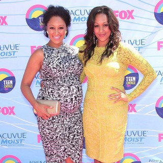 Tamera Mowry, Tia Mowry in The 2012 Teen Choice Awards - Arrivals