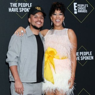 Tavior Mowry, Tamera Mowry in E! People's Choice Awards 2019 - Arrivals