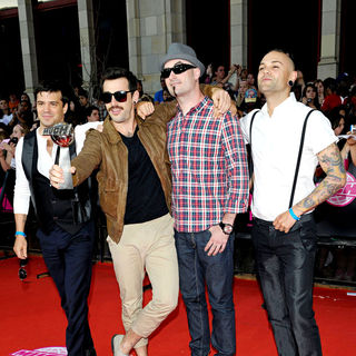 Hedley in 2010 MuchMusic Video Awards - Red Carpet Arrivals