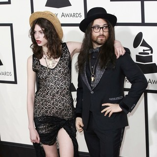 Kemp Muhl, Sean Lennon in The 56th Annual GRAMMY Awards - Arrivals
