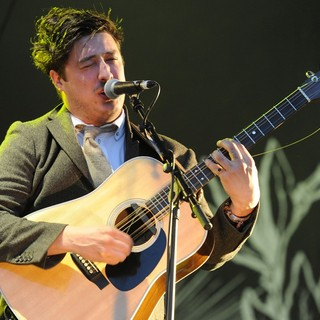 Mumford & Sons in The 2011 Glastonbury Music Festival - Day 1 - Performances