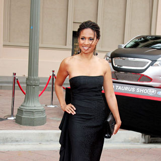 Traci Thoms in 41st NAACP Image Awards - Arrivals