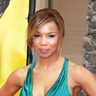 Elise Neal in 41st NAACP Image Awards - Arrivals