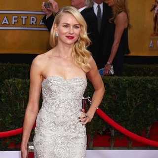 Naomi Watts in 19th Annual Screen Actors Guild Awards - Arrivals - naomi-watts-19th-annual-screen-actors-guild-awards-02