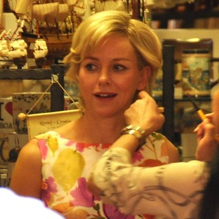 Filming Caught in Flight - naomi-watts-filming-caught-in-flight-02