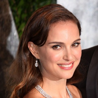 Natalie Portman in 2012 Vanity Fair Oscar Party - Arrivals - natalie-portman-2012-vanity-fair-oscar-party-01