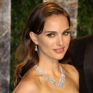 Natalie Portman in 2012 Vanity Fair Oscar Party - Arrivals - natalie-portman-2012-vanity-fair-oscar-party-02