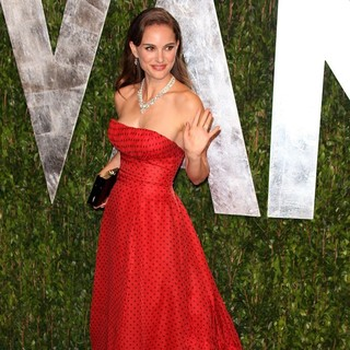 Natalie Portman in 2012 Vanity Fair Oscar Party - Arrivals - natalie-portman-2012-vanity-fair-oscar-party-03