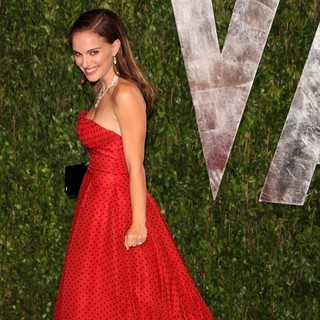 Natalie Portman in 2012 Vanity Fair Oscar Party - Arrivals - natalie-portman-2012-vanity-fair-oscar-party-04