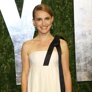 Natalie Portman in 2013 Vanity Fair Oscar Party - Arrivals