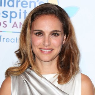 Natalie Portman in 2014 Children's Hospital Los Angeles' Gala: Noche De Ninos - Arrivals