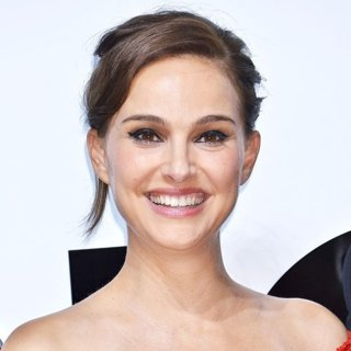 Natalie Portman-Photocall for Perfume Dior for Love