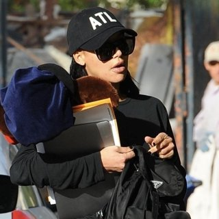 Naya Rivera Out and About After Domestic Battery Arrest