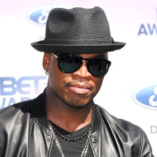 Ne-Yo in BET Awards 2011