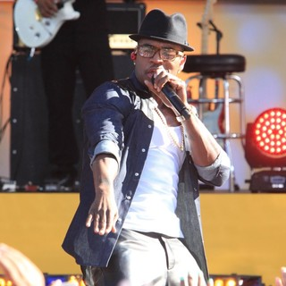 Ne-Yo in Ne-Yo Performs Live as Part of GMA's Summer Concert Series