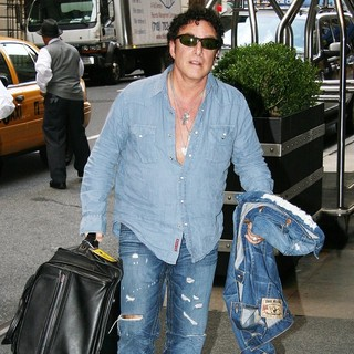 Journey in Celebrities Arriving at The Manhattan Hotel - neal-schon-arriving-at-the-manhattan-hotel-02