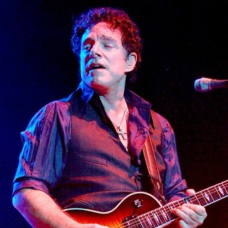 Neal Schon Performs with The Band Journey - neal-schon-performs-with-journey-01