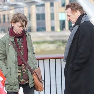 Thomas Sangster, Liam Neeson in Filming Love Actually