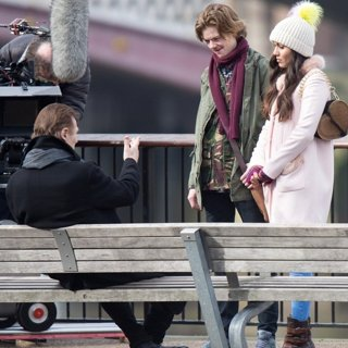 Liam Neeson, Thomas Sangster, Olivia Olson-Filming Love Actually