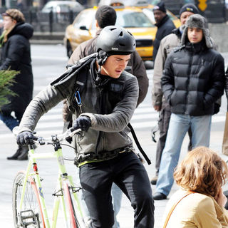 Zac Efron - On The Set of New Film 'New Year's Eve'
