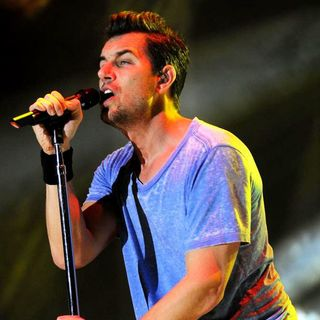 311 Performing at The Bayfront Park Amphitheater - nick-hexum-performing-bayfront-park-01