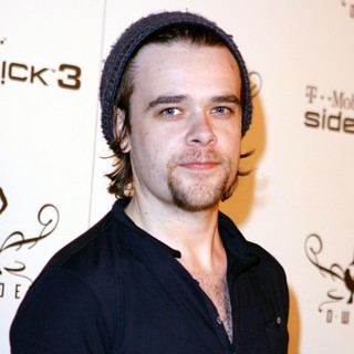 Nick Stahl in T-Mobile Debuts The Newest Limited Edition Sidekick 3 D- Wade