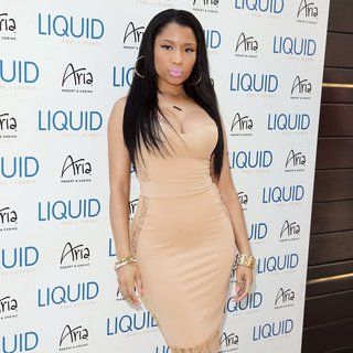Nicki Minaj Hosts An Evening at Liquid Pool Lounge - nicki-minaj-hosts-an-evening-06