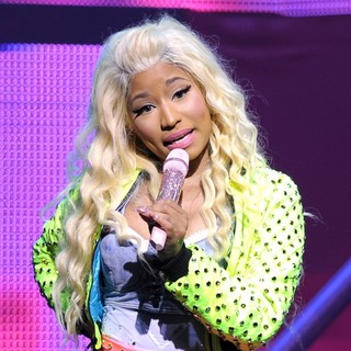 Nicki Minaj - Nicki Minaj Performing Live on The Nicki Minaj Tour